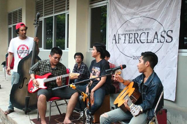After Class menggelar Jamming Session di Student Center, Rabu (6/5). (Nina/Manunggal)