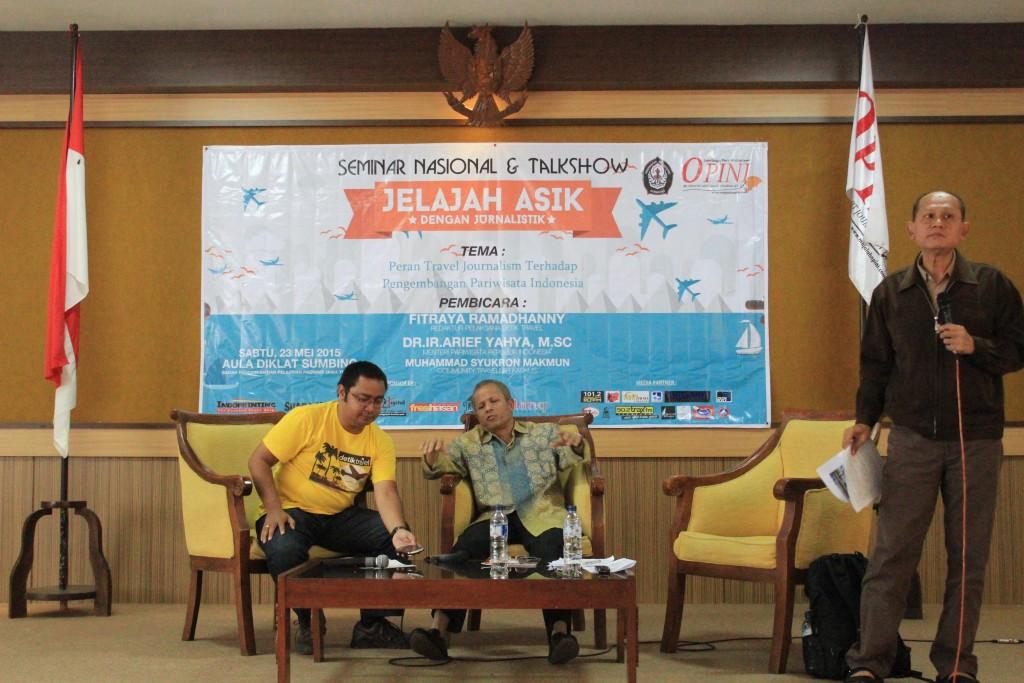 Dekan FISIP Undip, Dr. Sunarto, M. Si menjadi moderator dalam Seminar dan Talkshow Travel Journalism di Balai Pendidikan dan Pelatihan, Senin (23/5). (Dok. Istimewa)