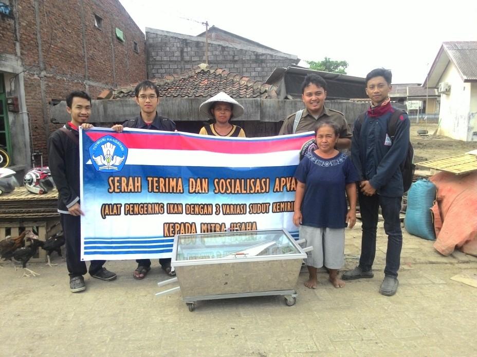 Tim APVASK berfoto bersama mitra usaha saat sosialisasi.  (Dok. Pribadi)