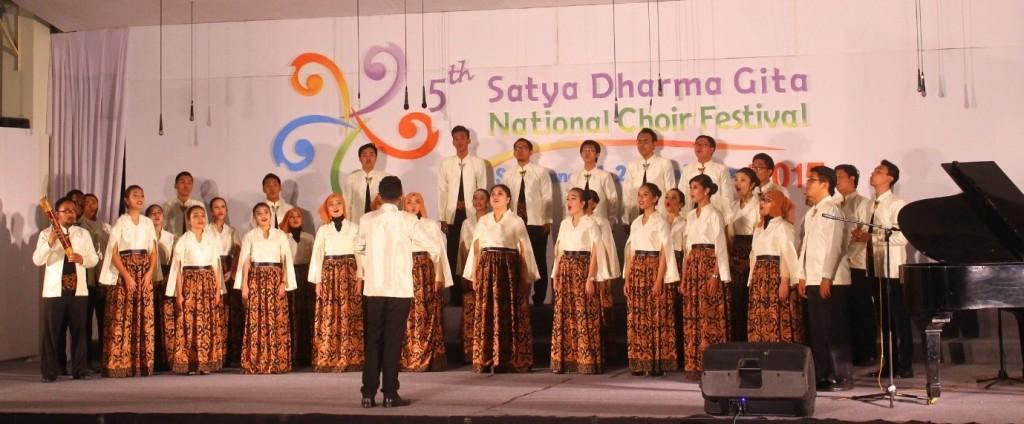 Penampilan Paduan Suara Universitas Airlangga dalam SDGNCF di Gedung Soedarto, Minggu (20/9). (Kalista/Manunggal)