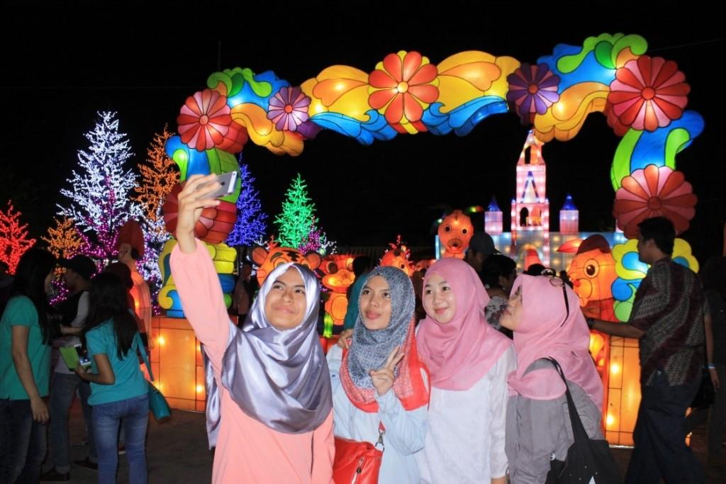 Lampion Jateng Fair 2015 yang tak luput dari keramaian pengunjung, Sabtu (5/9) di Kompleks PRPP Semarang. (Nina/Manunggal)