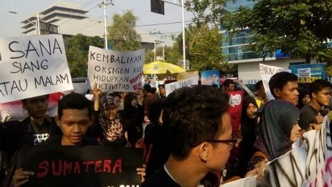 Aksi Peduli Asap Sumatera, 'Semarang Melawan Asap' di Kawasan Simpang Lima-Semarang, Minggu (20/9).  (Dok. Pribadi)