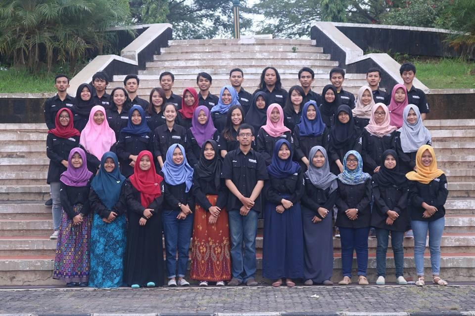 Foto bersama pengelola LPM Manunggal. (Dok. Pribadi)