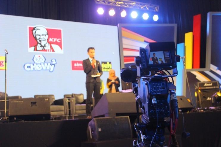 Showcase enam besar finalis anchor hunt didepan ribuan penonton, Kamis (26/11). (Irzal/manunggal)