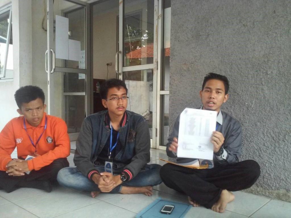 Perwakilan Panwas yang sedang melakukan konferensi pers pada Selasa (24/11) di Sekretariat Panwas. (Faiz/Manunggal)