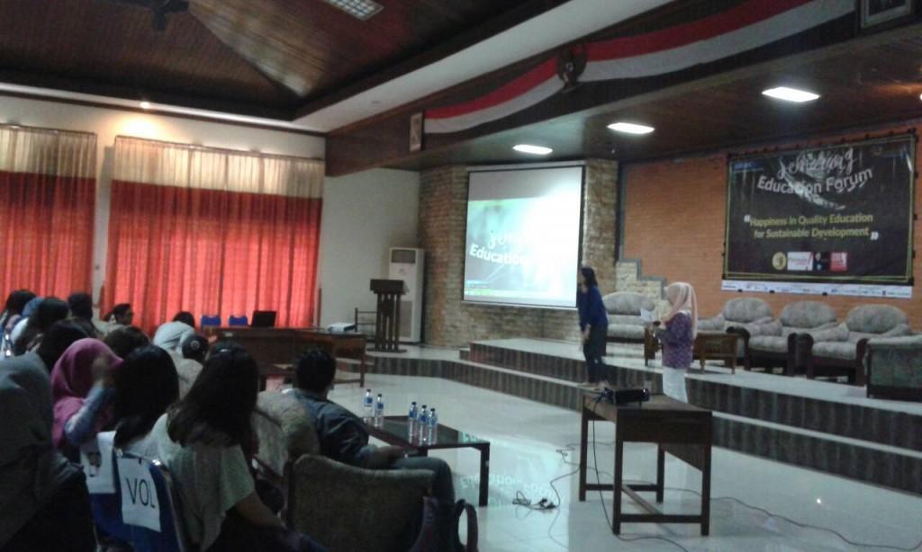 AIESEC Undip menggelar Semarang Education Forum di aula Teknik Sipil Undip, Minggu (21/2). (Clara/Manunggal)