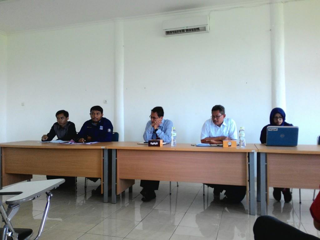 BEM dan senat melakukan audiensi dengan PR I, Prof Muhammad Zainuri dan PR III, Budi Setiyono, Senin (21/3).