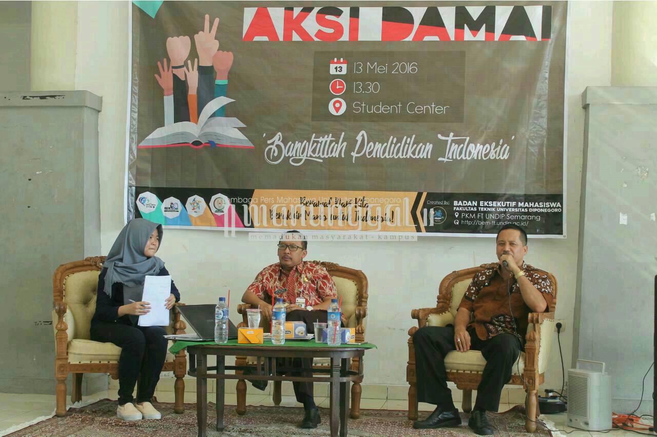 Aksi damai BEM FT Undip dihadiri M. Zain selaku anggota DPRD Jateng Komisi E, Jumat (13/5) di Student Centre Undip. (Nina/Manunggal)