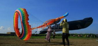 Semarak Festival Layang-Layang Isi Liburan di Langit Surabaya