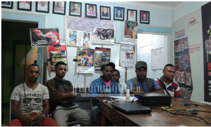 GMPHP memberikan keterangan terkait latar belakang tuntutan mereka, Jumat (2/9) di kantor LBH Semarang. (Clara/Manunggal)