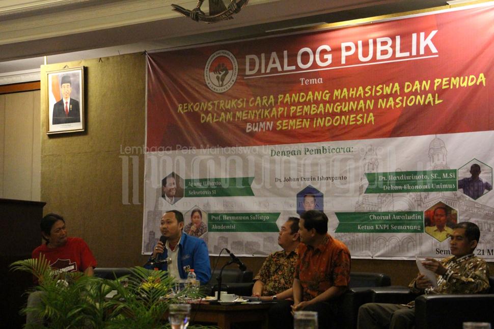 Ketua KNPI Semarang, Choirul Awaludin menyampaikan cara pandang mahasiswa dalam menyikapi permasalahan pabrik semen di Rembang. (Annisa Rachmawati/Manunggal)
