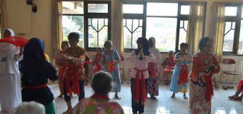 Pemberian Javanese Arts Therapy pada Lansia