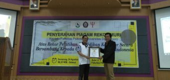 Fakultas Psikologi Raih Rekor MURI melalui Program Bakti pada Guru
