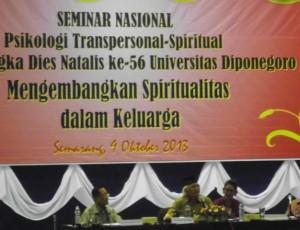 Seminar Nasional Psikologi Transpersonal-Spritual di Gedung Prof Soedarto Undip, Rabu, 9 Oktober 2013, dengan pembicara (dari kiri) Prof Eko Budihardjo, KH. Mustofa Bisri, dan Hastaning Sakti. (Dian/Manunggal)