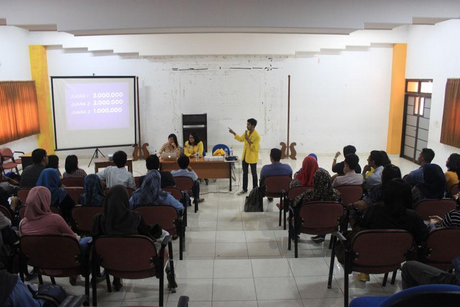 Suasana Roadshow Pekan Komunikasi 2014 di Ruang Teater Fakultas Ilmu Sosial dan Ilmu Politik (FISIP) Universitas Diponegoro, Rabu (5/3).