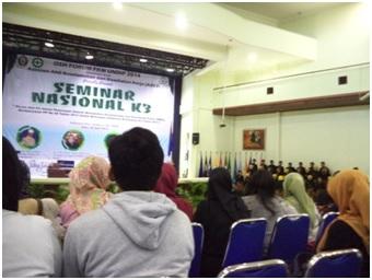 Suasana Seminar Nasional K3 2014 di Gedung Prof. Soedarto, SH Universitas Diponegoro, Semarang, Sabtu (26/4). (Ririn/Manunggal)