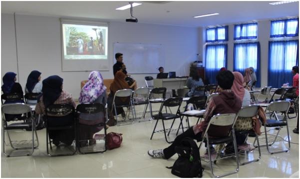Suasana Workshop Jurnalistik yang digelar Badan Eksekutif Mahasiswa Fakultas Kedokteran (BEM FK) Universitas Diponegoro di Gedung C Ruang 11 FK Undip, Sabtu (26/4). (Kalista/Manunggal)